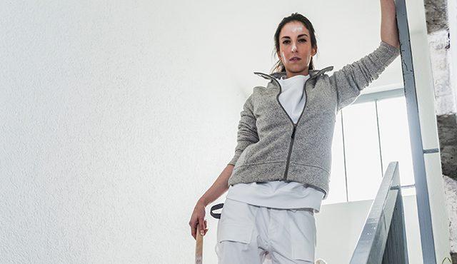 Weiße Arbeitskleidung, Malerin streicht Wände, Starline Plus Arbeitshose weiß