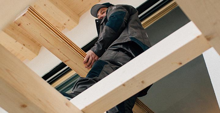 Handwerker bei der Arbeit, Dachdecker, Zimmerer, Nature Kollektion braun